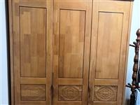 实木三门衣柜、实木1米床、实木穿衣镜带挂衣服