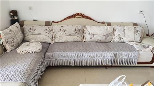 九成新沙发贱卖,原价5000多,现在2000多,因本人离开会东