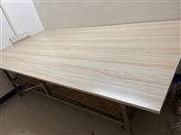 实木工作台,采用1.2厘米实木面板,5.0方形不锈钢制作而成。结实,耐用。因项目完工,低价处理,有需...