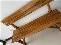 家用餐桌,99新,着急搬家,便宜处理,两张椅子带桌子400元
