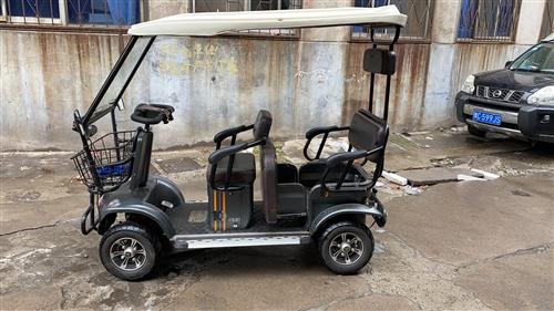 艾美达四轮电动车,原价8300现在4200处理,全县城仅此一辆,续航60公里以上,个人闲置