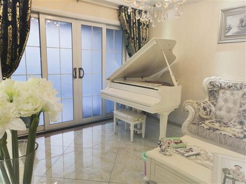 **钢琴,保存完好,高大上。