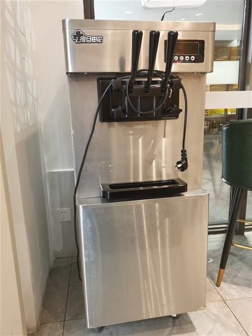 **冰激凌机,原价4950元,带冰激凌粉,奶粉,蛋筒,