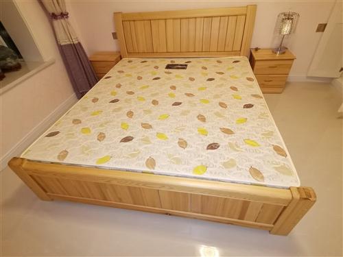 **松木1.5米和1.8米大床各一張,帶**馬棕床墊,也可單賣,價格可面議,聯系電話15309475...