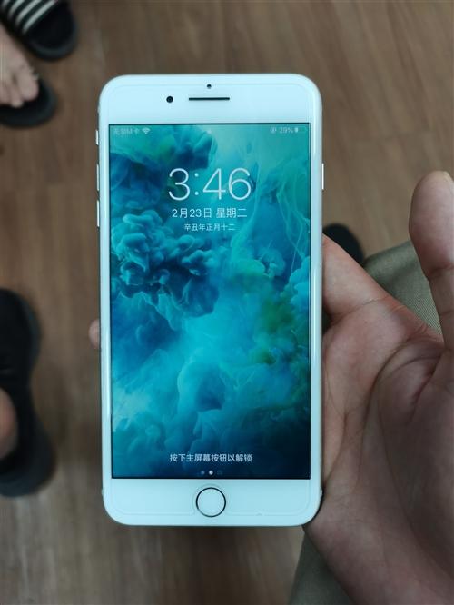 自由蘋果8P   國行64G   銀色   換過電池    誠心出售1780元