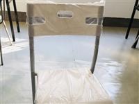 九点九成新课桌椅,培训必备,优惠出售 需要请拨打电话18379215181