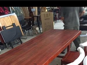 收类似烫染桌子泡茶桌子,长2米宽70公分,实木厚度5-8公分。13970773994
