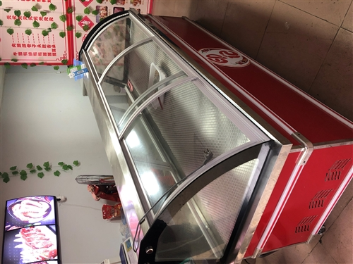 卤菜店物品:展示柜2.5米,冰柜1.5米,不锈钢直径0.8米一个0.6一个