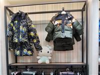 服装店展架货架低价处理,1.2米宽*2.4米高服装正挂货架6个,330元/个。1.5米宽*2.4米高...