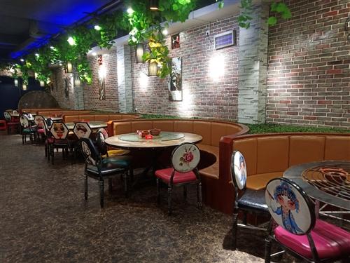 因餐厅改行,现将九成新的餐桌15张,椅子120把,大5匹风管机3台,大3匹空调一台,大1.5匹空调挂...