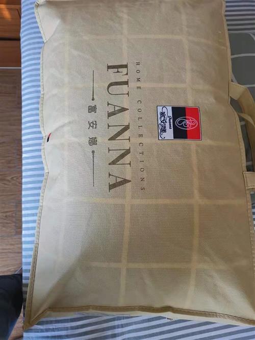 **的富安娜牌枕头一对,地址在鲁能三亚湾美丽五区二期。购买时120元。本人近期要离开三亚所以急售这对...