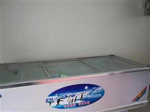 冰柜是九成新,2米*1米的。保�r柜是五成新的,也是2米的。蔬菜�架九成新。全部�理!地址在新�^博大一...