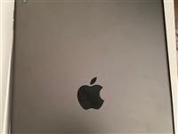本人出售一台苹果ipad,9.9成新,保修期也没有过,无摔过过划痕,可以说从买来我自己连电视都没看过...