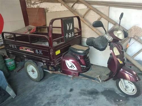出售家中閑置三輪摩托車,車斗長1.5米,寬1.1米,跑了五千一百公里,微信電話同號