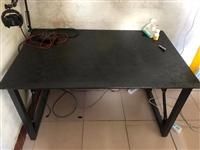9.5新电脑桌一张便宜处理了,不是普通那种电脑桌,质量很好实物更好看,1.2长75宽家用