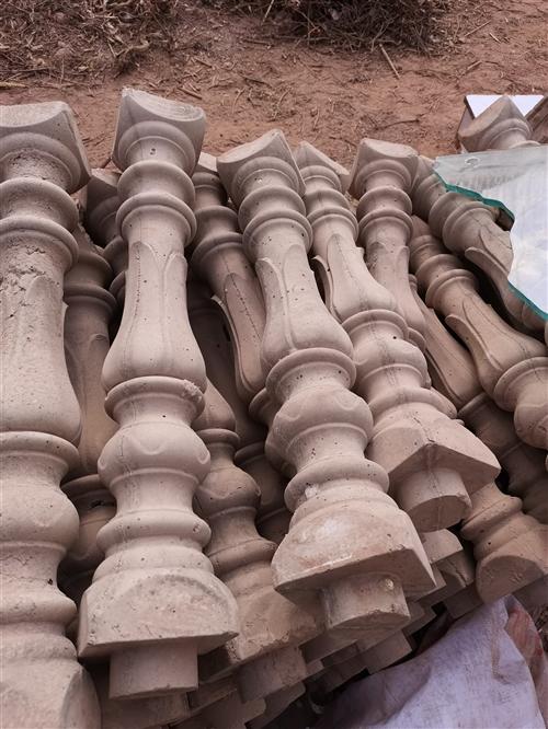 有模具制成花瓶柱成品200根出售,农村房建不二得选择!