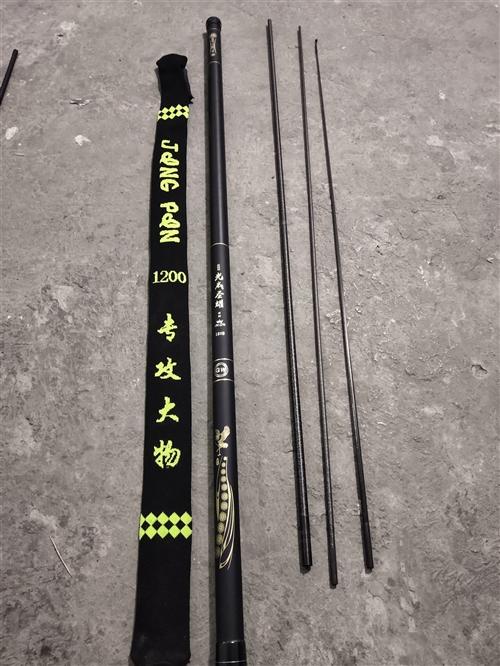 闲置一根12米的巨物杆,可以玩传统钓,也可以当做打窝杆使用,品牌是光威圣耀,长度12米,送前三节杆稍...