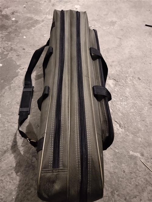 闲置钓鱼包一个,80厘米长,3层。使用过一次,**。30元,联系电话17375493793
