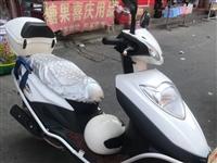 本田125 踏板摩托车转让,性能完好,成色新无碰撞,加装防盗追踪,行程2万公里,证件齐全。价格38...