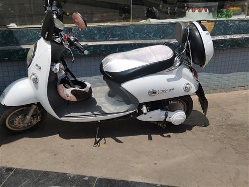 出售一辆八成新自用电动车,雅迪牌,72伏20A,问了耍的请别联系