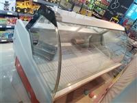 這個冷柜買了以后沒有怎么用過,寬是80公分,長是一米八,特別適合有店面的經營鴨脖之類麻辣食品,設施完...