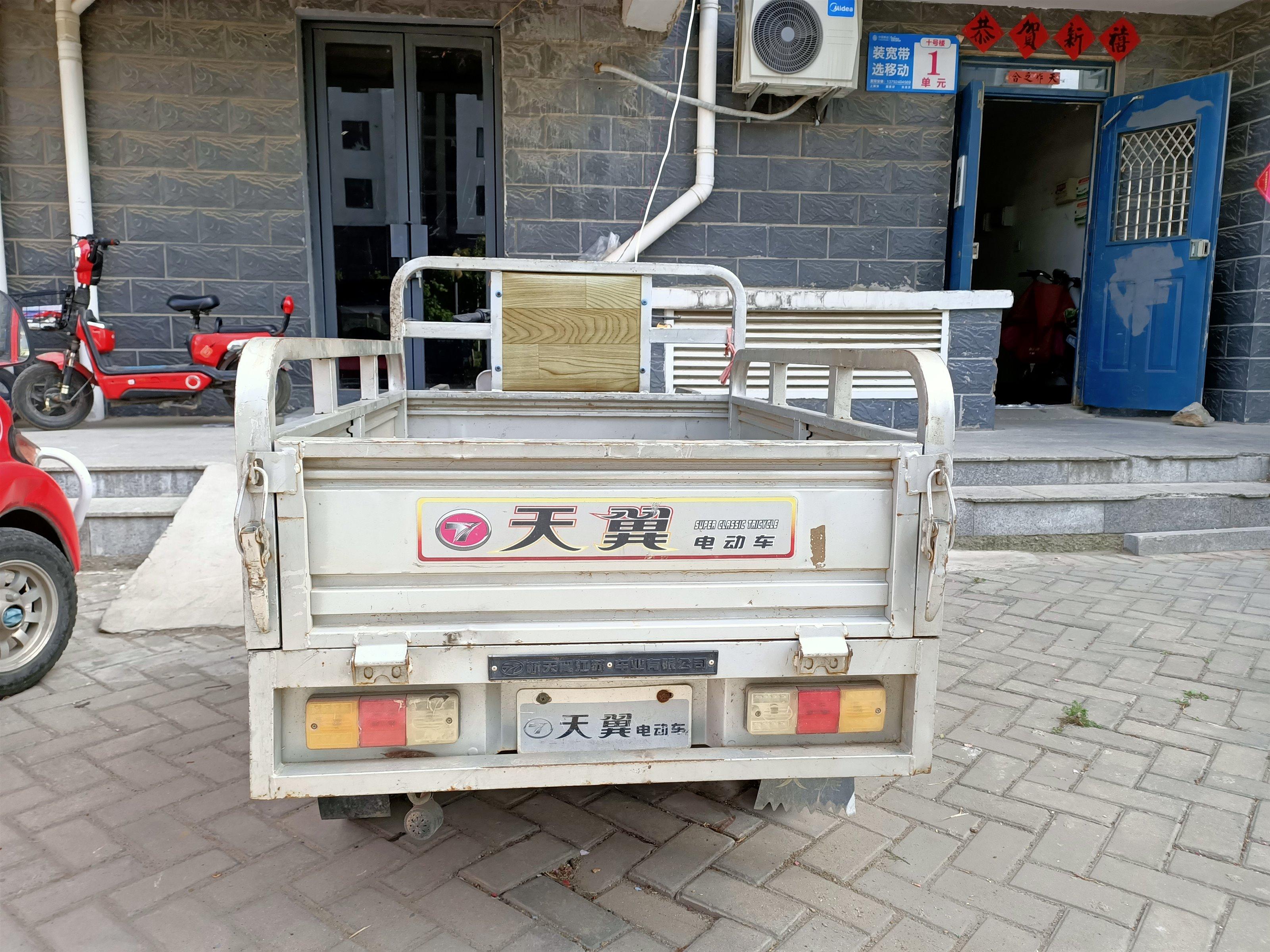 二手三轮车,因上班没时间干了,特此转让,有需要的联系15588161369,还有配套的小吃架子