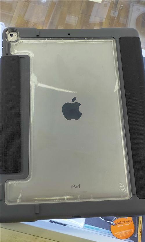 自用iPad pro(12.9英寸)帶原裝平板殼,可插卡使用,平板沒有任何問題。