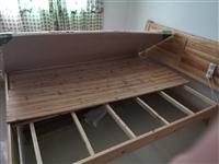 出售木床,带床垫,价格好商量。