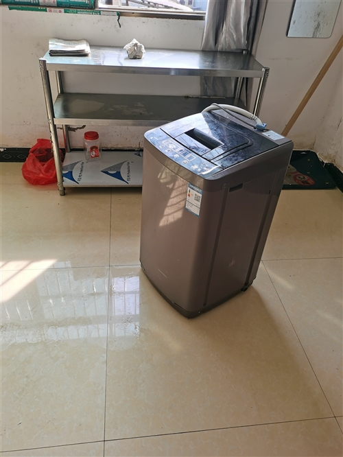 一个小型洗衣机,买的时候400,用了半年,可以洗7-8斤衣服。现在100转让,包送到家