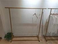 卖场衣架,沙发凳,吧台便宜处理,要得来电18781327326