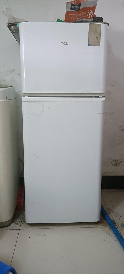 有冰箱一台出售,TCL,18年买的买的时候800,价格200元,效果杠杠的,有意者,电话联系,张先生...