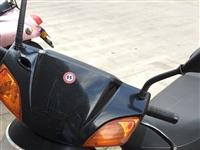 本人一辆踏板摩托车岀售,八成新价格可面谈,13635561335微信同步