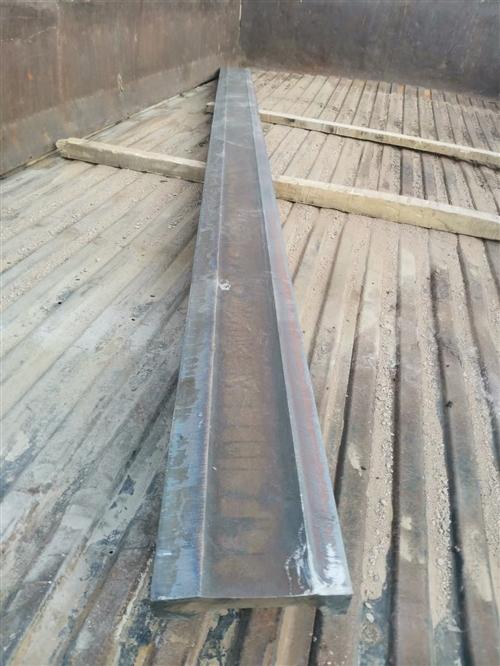 高錳重軌改制耐磨板,適用于各種工程機械耐磨料,是普通耐磨料的三到五倍。尺寸根據客戶需求定制。