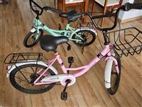 凤凰牌自行车,一大(粉)一小(淡绿),九点五成新,送气枪和锁,两辆一起三百,也可单卖。
