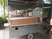 小吃车电动三轮车一辆,可做烧烤,各种小吃。改装过,接收可营业,**电瓶。