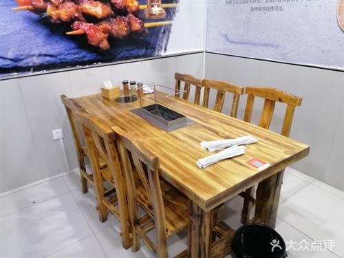 餐桌出售,總共16張,價格可議,欲購從速