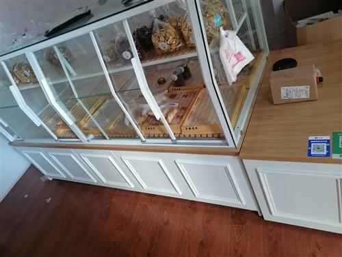 中岛柜,9.5成新,宽1米,长2.8米。原价7000,元定做的 由于特殊原因转让,面包蛋糕店都可以...