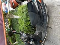 女士豪爵摩托車個人一手車,一點小刮,