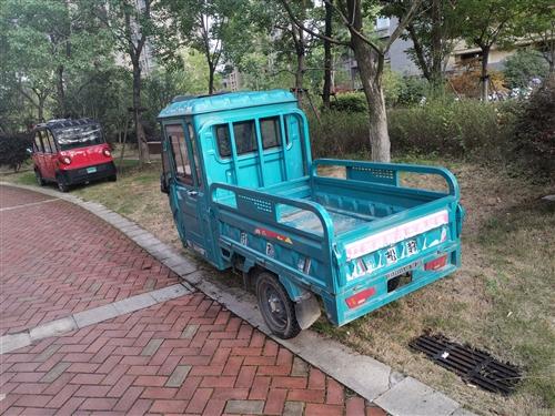 转让松豹三轮电动车,防雨防风,后车厢长1米4,宽1米。 地址:中泉首府小区