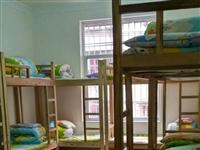 辅导班不办了,实木高低床和培训桌椅低价出售,同城自提,有意者请联系我,15293738282