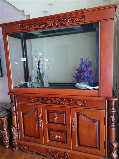 实木鱼缸,九成新。高1.5米左右,宽1.1米。原价买来4200,现2000出售,诚心卖哈!