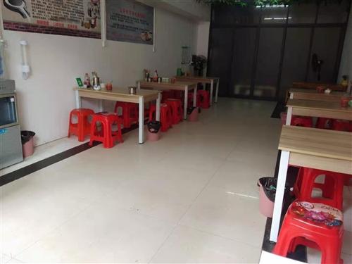 出售九成新桌子,宽70,长120,可以当书桌,可以当饭桌,,,,多途用,