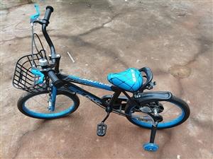 儿童自行车一辆,几乎**,购置后放在老家,放假时骑过几回,现闲置出售。