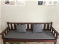 现有1.6米长木质长排靠椅一张原价400转手200       1.4米长 办公桌一张,带两把椅子...
