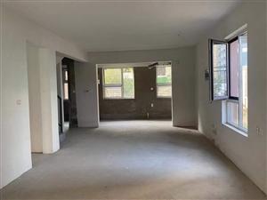 ��城�A府二手新房�褪窖蠓恳欢���г鹤�4室2�d3�l185.59平。低�r�u。