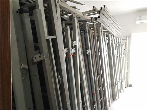 二手高低床低价出售,会东工地完工,高低床大量闲置,8成新,120一套,量大可议价。联系电话18382...