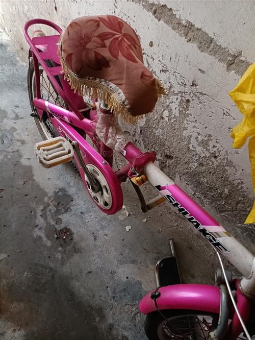 本人出售一辆折叠自行车,孩子上高中了不骑了,八成新,有需要的请联系。
