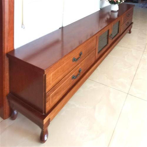 全实木电视柜,长2米,高5o厘一,宽4o厘,四抽屉,中间一双门箱,特别能装东西。需要的快下手,才买一...