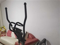 舒华牌椭圆机,占地面积小,无需插电,无噪音,九成新,原价3200元,现以低价800元出售。