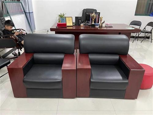 茶幾一個  沙發一套 辦公桌 老板椅 觸控教學會議一體機1臺,屏幕50寸,九成新,可連接網絡,性能良...
